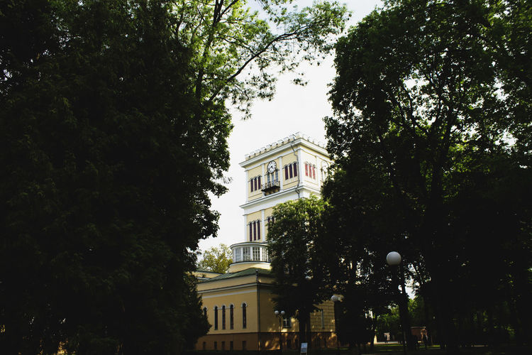 #Canon #canon Photography #gomel #landscape #nature #photography #park Architecture Building Building Exterior Built Structure City Day Façade Green Color Growth Low Angle View Nature No People Outdoors Sky Tree