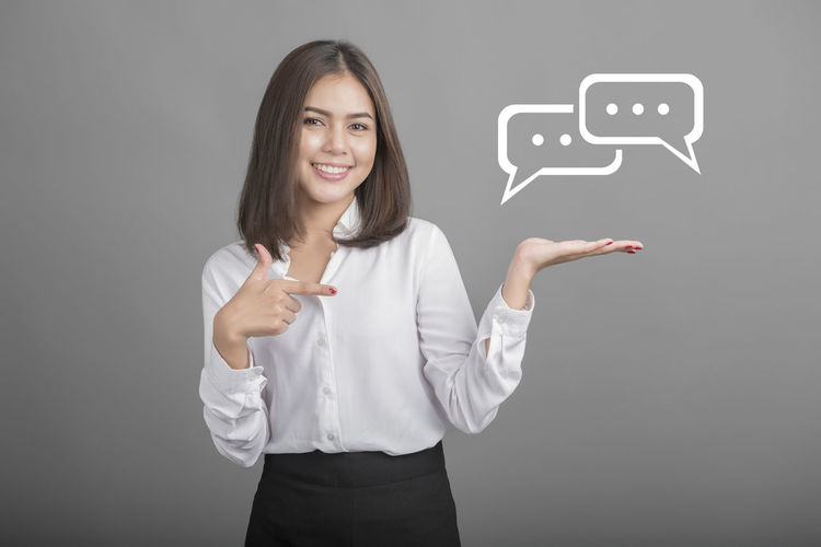 Blackboard  Business Businesswoman Chats Communication Connection Finance Global Communications Globalization Gray Background Holding Internet One Person Placard Real People Smart Phone Smiling Standing Studio Shot Talking Photo Tech Technology Touch Screen Young Adult Young Women