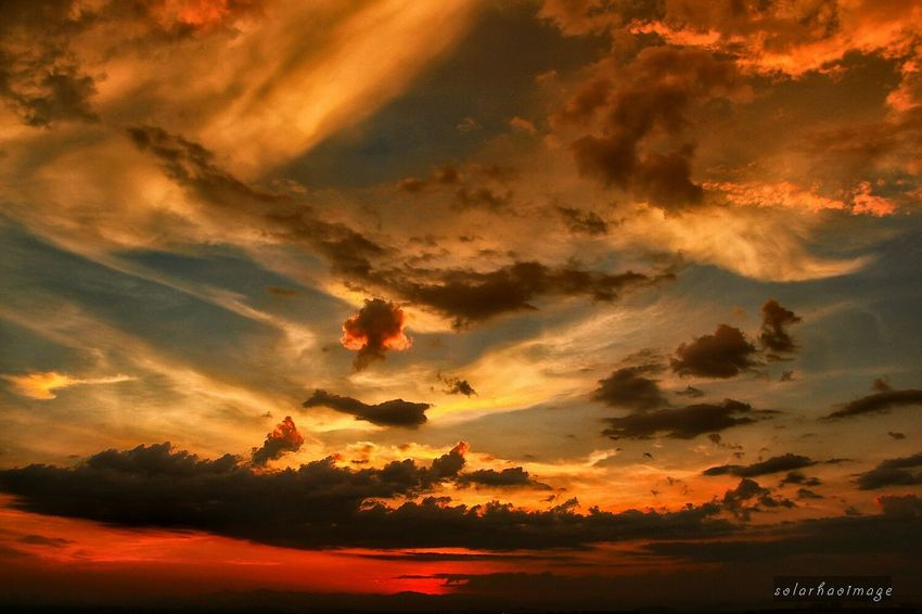 Summer has too much to offer. 43℃ and what's more? Sunset 日落时分 黄昏 Clouds And Sky