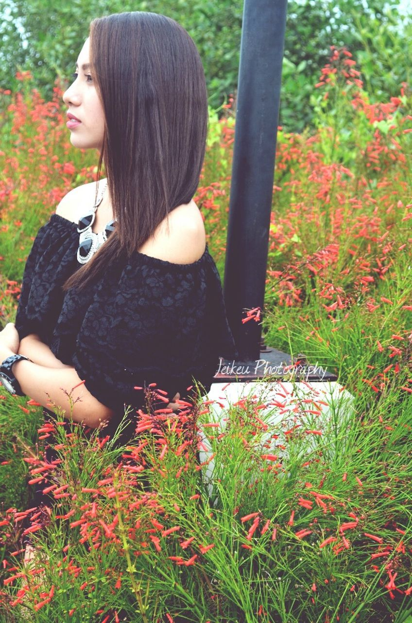 one person, real people, young women, day, outdoors, grass, young adult, women, nature, flower, lifestyles, tree, people
