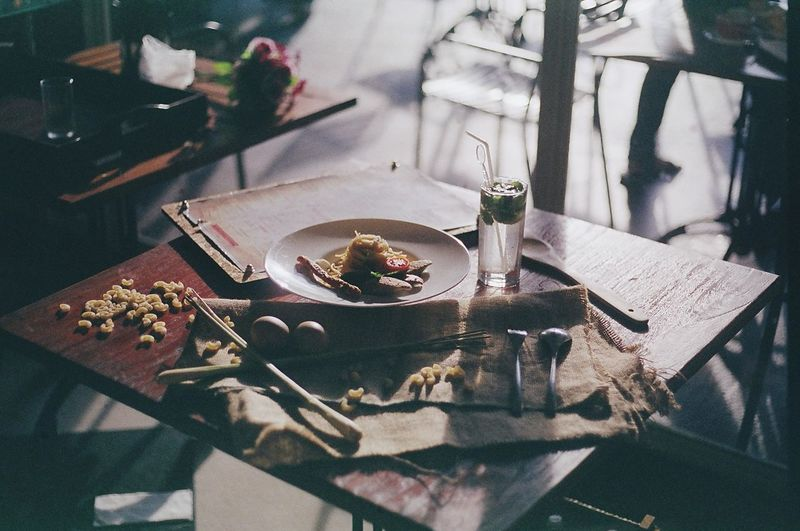 Table styling. Canon EOS 500 + Fuji Superia 200 Expired. Showcase July Film Photography Filmisnotdead