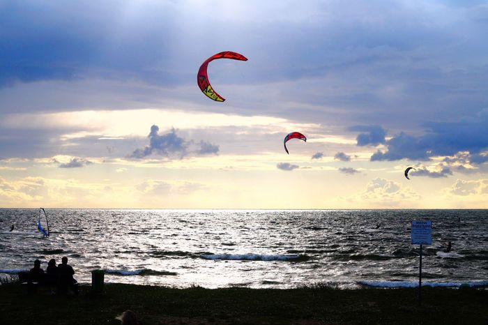 Kite Kitesurfing Surf Feel Free Sea Horizon Over Water Adventure Extreme Sports Leisure Activity Sky Real People Parachute Scenics Nature Lifestyles Beach Cloud - Sky Beauty In Nature Mid-air Water Sunset Outdoors One Person Flying