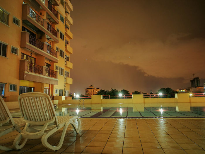 Unwind in the sunday night Night Poolside Highrise 43 Golden Moments