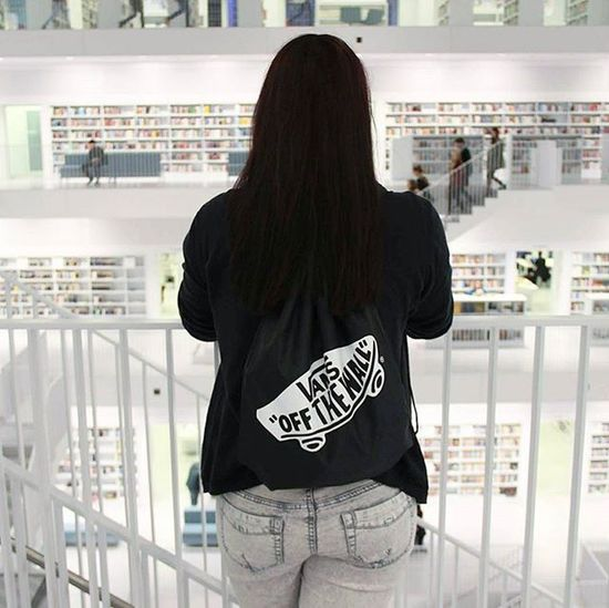 Ich hab gesucht, aber es gibt niemanden der dich ersetzt. 📚 Stadtbibliothekstuttgart Vans