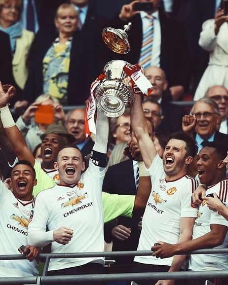 Both Have Complete Their Cups, Wayne Rooney And Michael Carrick. LEGEND. GGMU WEAREUNITED Manchesterunited FaCupwinner 2016 Passion Waynerooney Football