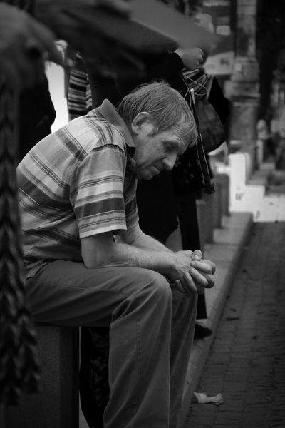People of Romania Romania Outdoors Spontaneous Moments Bucarest City Street Traveling No Colors Streetphotography Black&white People Adult Simple Life Tıred Love Photography