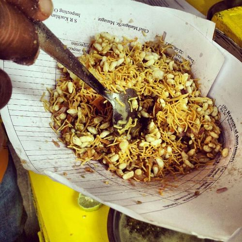 No Pandal Hopping with Food ! Bhelmuri at Durga Puja Calcutta calphototours eisamay