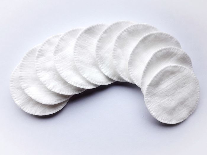 Cotton discs Bathroom Items Bathroom Cotton Pads Pads Makeup Makeupremover Cosmetics Bathroom Accessories Facial Products White Close-up