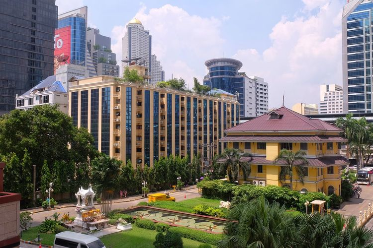 old house in bangkok city Architecture Old House House Home Building Tower Office Building City Metropolis Green Greensward Grass Garden Park Tree Sky Bangkok Thailand City Tree Cityscape Sculpture Modern Sky Fountain Tall - High Tower Tall Office Building Exterior