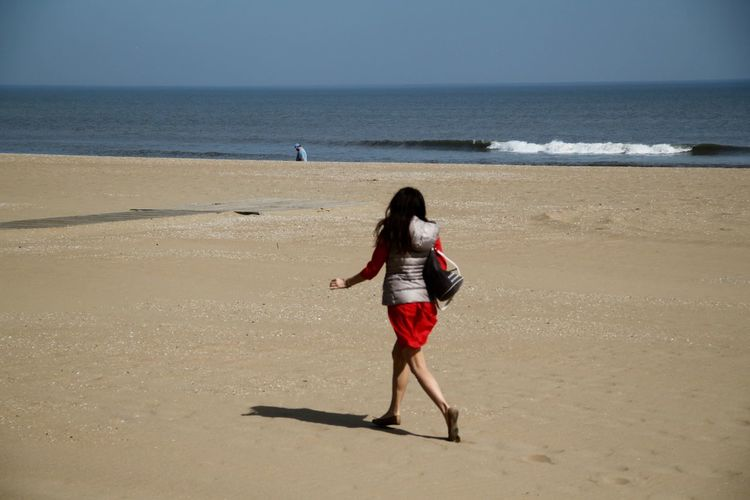 Americana Beach Photography Beach Walk USA Virginia Beach Walking Around Beach Beachphotography Beauty In Nature Full Length Horizon Over Water Nature Ocean One Person One Young Woman Only Real People Rear View Sand Sea Shore Vacations Walking At The Beach Women Young Women