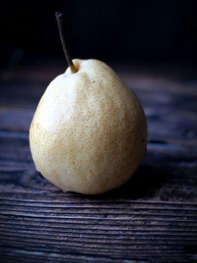 Fruit Pear Chinese Pear Studio Shot Table Wood - Material Close-up Food And Drink Ripe Vitamin Vitamin C Juicy Antioxidant Food Styling Vegan