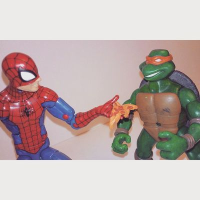 Spiderman sure has a way with words Spiderman Spidey Webhead Peterparker Tmnt Ninjaturtles Pizza Turtles Comics Makingfriends Marvellegend Hasbro Disney Figures Collector Figurecollecting Marvel Nickolodeon Infiniteseries Collecting Michelangelo Spiderblood Amazingspiderman Classicspiderman