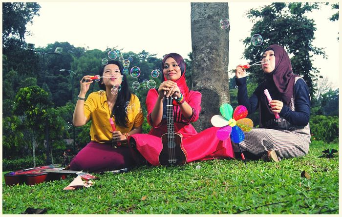 #sonya77 EyeEm Selects Oiphotography #Malay Guitar Music Young Women Adult Tree Arts Culture And Entertainment Young Adult