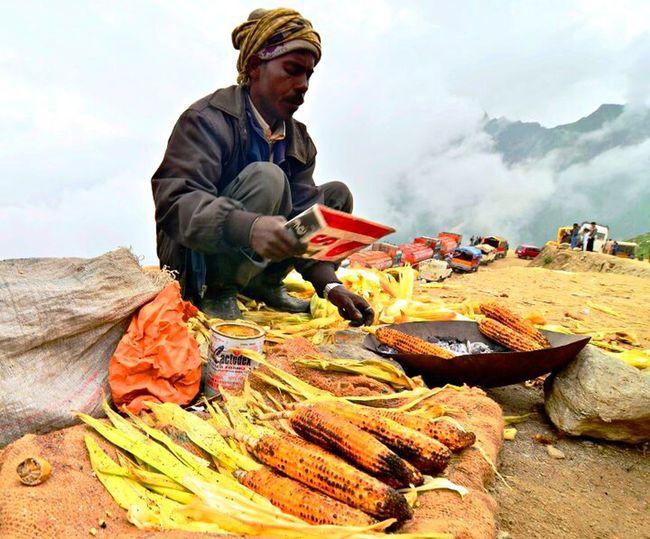 Snapshots Of Life Rohtangpass Corn Seller Mountains Fog Cold Business