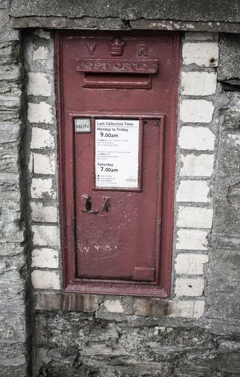Information sign on red door