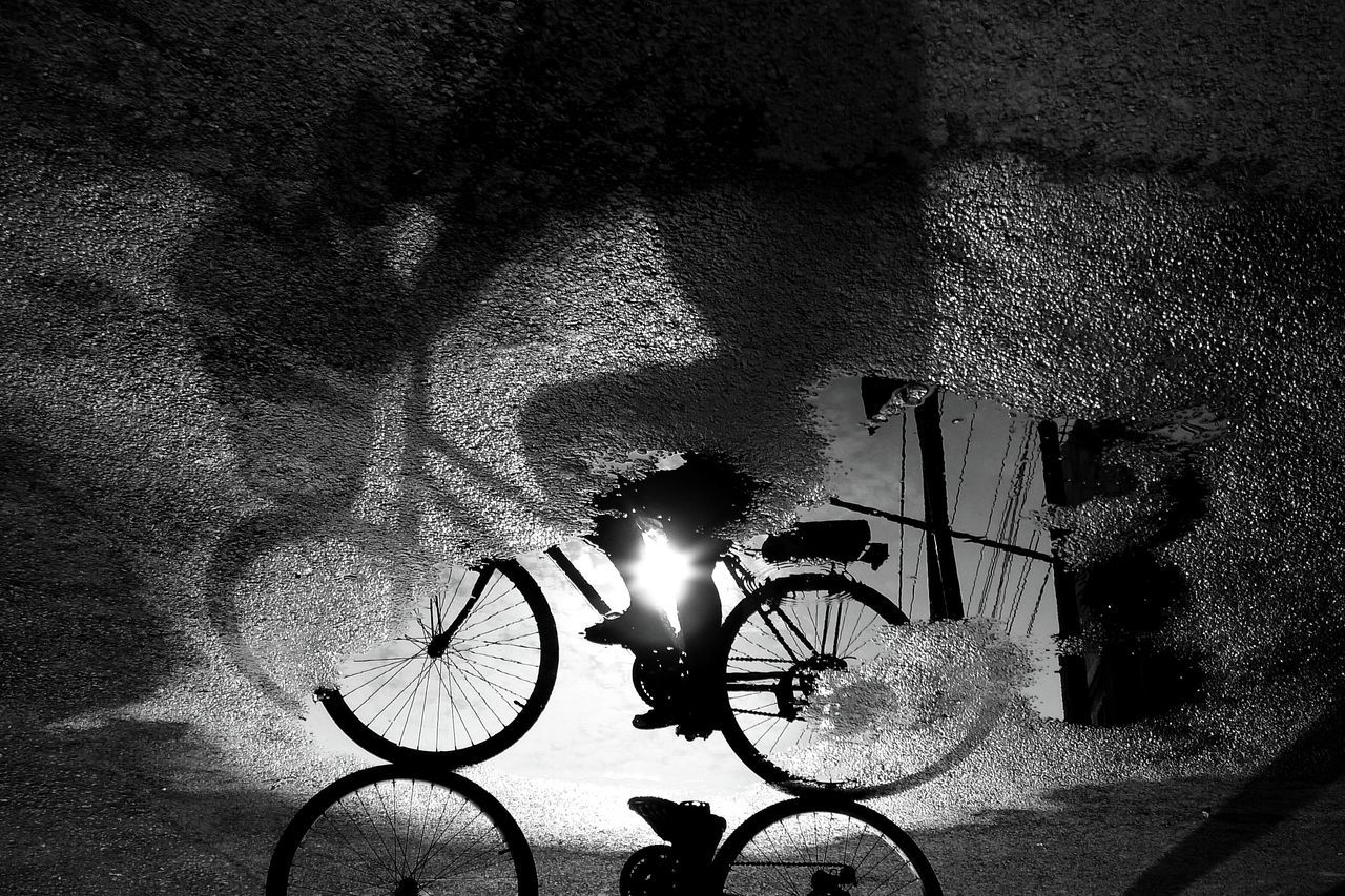 HIGH ANGLE VIEW OF BICYCLE ON ILLUMINATED STREET