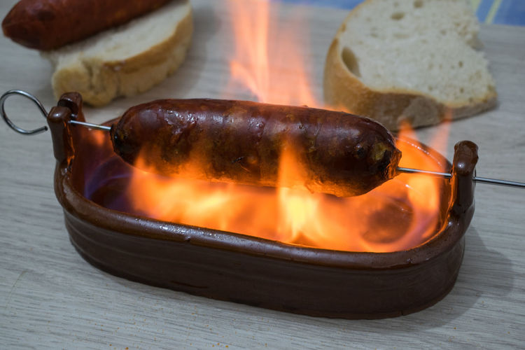 Chorizo al infierno, typical dish of Spanish cuisine. Chorizo in a clay bowl with alcohol Sausage Bread Fire Chorizo Spanish Food Cuisine Typical Traditional Andalusia Alcohol Dish Calories Tapas Snack Grilled Barbecue Grill Gourmet Ingredient Spicy Mediterranean Food Fireplace Plate No People Meat Table