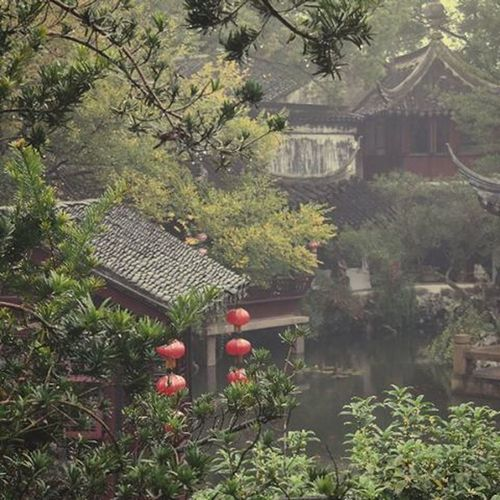 Just sit back and relax Chinesegarden inTongli :) Watertown Chinesevenice Lake Lampions Traveling Chinaadventures China Kungfuprincessontheroad Water Garden Relax Exploringchina Enjoypeace Amazing Travel Dreamy RainyDay Weekendtrip Weekend Sightseeing