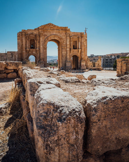 Ancient Architecture Old Ruin Tourism Old History Archaeology Ruined Ancient Civilization Travel Arch Stone Wall Travel Destinations Jordan Jordanie Jerash Temple Middle East Oriental Arab City Antic Blue Sky Sunny Column