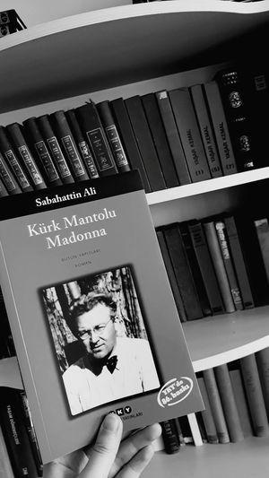 Kütüphane 🔇 Kürk Mantolu Madonna Sabahattin Ali Kitap Photograph