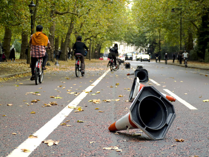 October 2017 - Having a walk from Buckingam Palace to Monument. Autumn in London #Sunday #bycicle #cones #em5markii #hydepark #leaves #lines #london #londra #olympus #omd #park #slalom #street #stripes #sundayinlondon #Uk #urban Adult Day Nature Outdoors Road Transportation Tree