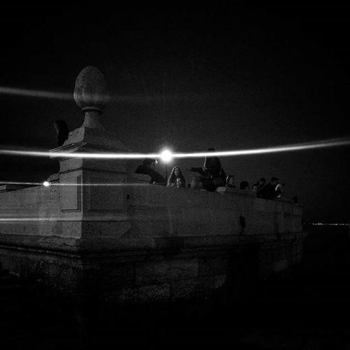 Goodnight Goodluck Ovni Theyareoutthere Light Shadows Lisbon Favourite Spot People P3 Igers Photography Blackandwhite Wow_travel Travel Caisdascolunas Cmlisboa TerreiroDoPaço Laliphotography Streetphotography Liveit Lovemycountry PassItOn