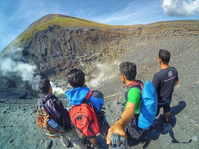 "Pendakian kemarin bersama 3 orang sahabat, yang masing masing jarang ketemu satu sama lain. Aris Gatotkoco pendaki dari Jepara, sudah 137 kali melakukan pendakian di Gununglokon entah gerangan apa yang selalu membuat dia kangen tempat ini. Azhar Harmain ""Sule"" teman pendaki dari KPA Vanatara, satu identitas untuk anak ini ""jago masak"". Yamin Doang teman pendaki dari Anak Rimba Indonesia ""ARI"", sudah cukup lama dia tidak melakukan pendakian, tapi entah gerangan apa yang membuat dia ikut serta kali ini. . . . 📍 : Kawasan Gunung Lokon Instagunung Instagunung_ @instagunung_ 📷 : YiCam + Xiaomi Redmi 2 Yicam Yishoot Xiaomiyimanado Yicam_manado Xiaomiyi_indonesia Xiaoyicamera Xiaoyi_id Xiaomiyi Xiaomiyicam"