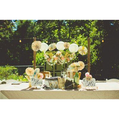 """Da série """" Coisas que me encantam"""" aí está mais um item ~simplicidade~ Super amei esta mesa, os detalhes... tuudo!!! Bom dia amores, muito amor para nós! Prwedding Casamentopollyerafa Casamentonocampo Casandonabahia casandoemsalvador weddinginspiration weddingblog tudodepolly blogdecasamento picoftheday bridal bridetobe"""