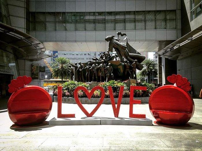 02/12/2016 Loveisintheair Love Lovelovlove Valentines Happyvalentinesday Happyheartsday Rcbcplaza Rcbcplazamakati