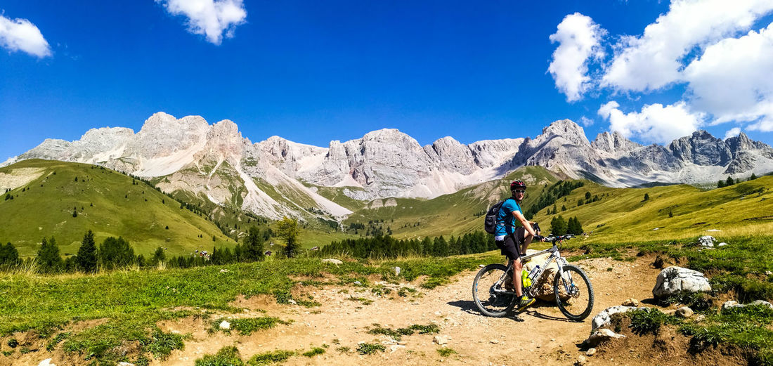 One Person One Man Only Only Men Adult Sky Men Adults Only People Day Dolomites Mountain Bike Biker Bike Mountain Sports Trekking Travel Destinations Cloud - Sky Mountain Nature Outdoors Real People Full Length Scenics Landscape Beauty In Nature