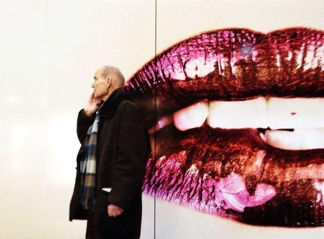 Kissing I Am Dandy