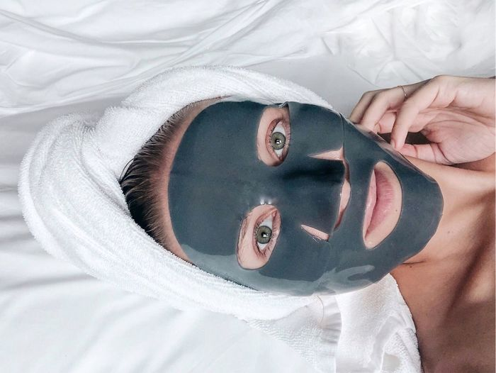 Rubber face mask Real People Human Body Part Portrait One Person Textile Close-up Lifestyles Body Part Indoors  Adult Headshot Hand Looking At Camera Human Hand Bed Leisure Activity Women Human Face Lying Down Face Mask Space Spa At Home Beauty Treatment Beauty In Nature Facial Hair Facial Mask - Beauty Product Skin Skincare Product Skincare Skin Care Routine