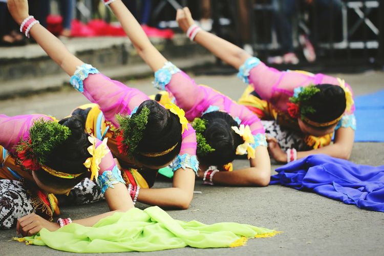 Traditional Dab!Traditional Festival Tradition Celebration Traditional Clothing Outdoors People Multi Colored Flower Day Togetherness