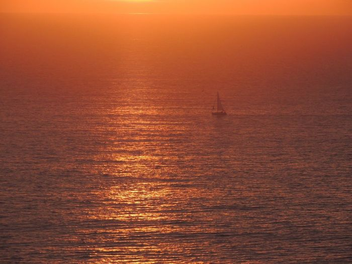 Happy Friday! Sunset Golden Hour Sun Reflection Sea View... Love It!  Sailboat Sunlight Horizon Over Sea In Front Of Me Enjoying The View Reñaca Beach , Chile
