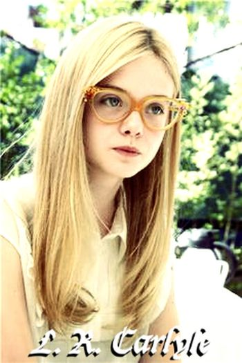 Elle Fanning Portrait Looking At Camera Blond Hair Long Hair Headshot Teenager One Person One Woman Only Smiling Only Women People Young Adult Day Adult Outdoors Close-up One Young Woman Only Human Body Part