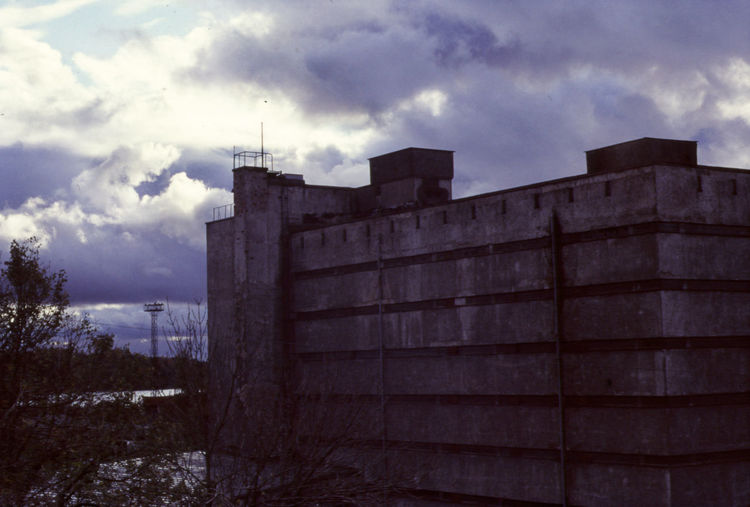 Clouds over Erkki Huttunen's SOK Flour Mill and Warehouse, designed in 1928–1929 and completed in 1931-1932. Vyborg. https://en.wikipedia.org/wiki/Vyborg Taken with Zenith19 and Fuji Velvia Architecture Building Exterior Built Structure Cloud - Sky Day Film Photography Film Scanned Finnish Architecture Finnish Constructivism Finnish Fuctionalism Fuji Velvia Functionalism Nature No People Outdoors Sky Slide Film Scan Tree