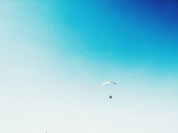 Look detail. EyeEm Vision Extreme Sports Flying Adventure Sky Sport Outdoors Stunt Person Investing In Quality Of Life EyeEm Selects EyeEm EyeEmNewHere Your Ticket To Europe The Week On EyeEm Mix Yourself A Good Time Beautiful Summer Perspectives On Nature
