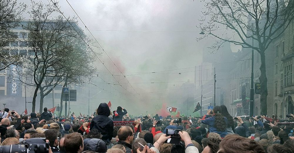 Taking Photos Check This Out Feyenoord Rotterdam Feyenoord Feyenoord Legion! Feyenoord Hooligan Cupwinner Knvb Football Football Fans Football Life Smoke People People Watching Legion City Hall Cheers