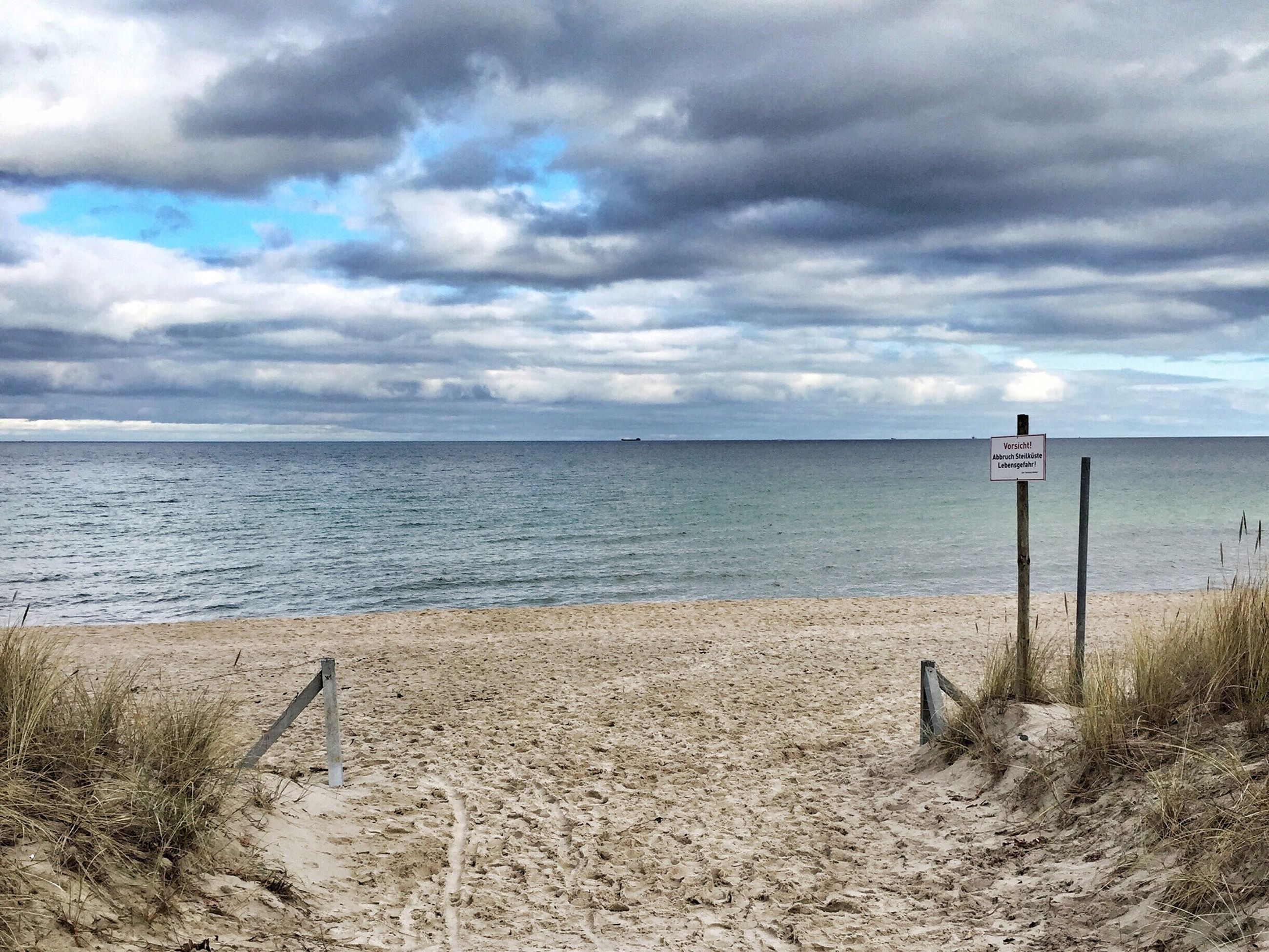 sea, horizon over water, sky, beach, water, cloud - sky, tranquility, tranquil scene, shore, scenics, cloudy, beauty in nature, nature, sand, cloud, idyllic, calm, remote, day, outdoors