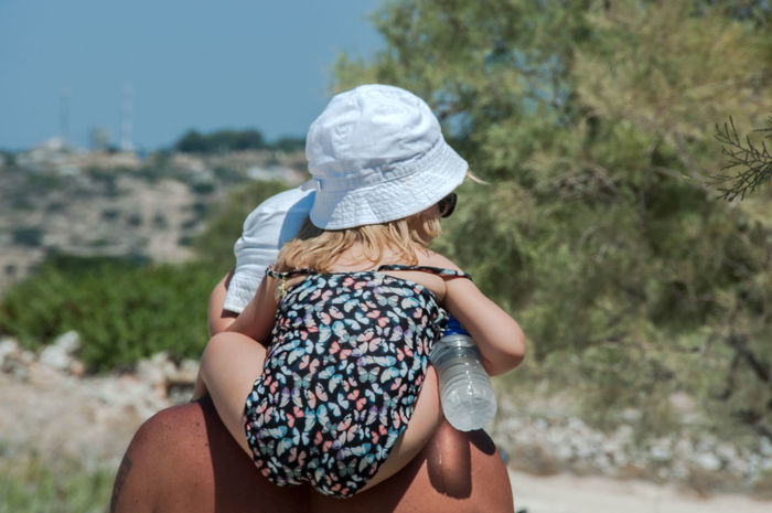 Holidays On The Way Rear View Summer Views Summertime Vacations Childhood Father And Daughter Leisure Activity Lifestyles On The Beach To The Beach Togetherness
