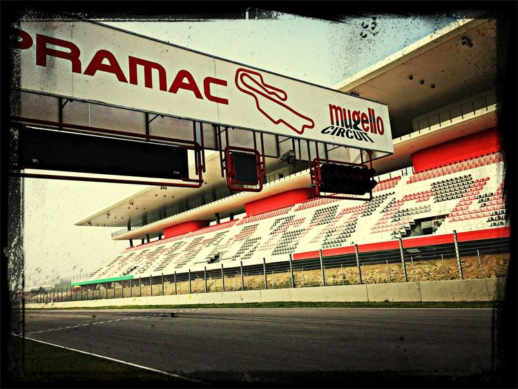 Ah we arrived and the sun is out! Architektur Racetrack