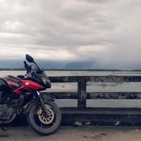 Learn & Shoot: Balancing Elements Bike Biketour Yamaha Fazer Hill Clouds Bangladesh