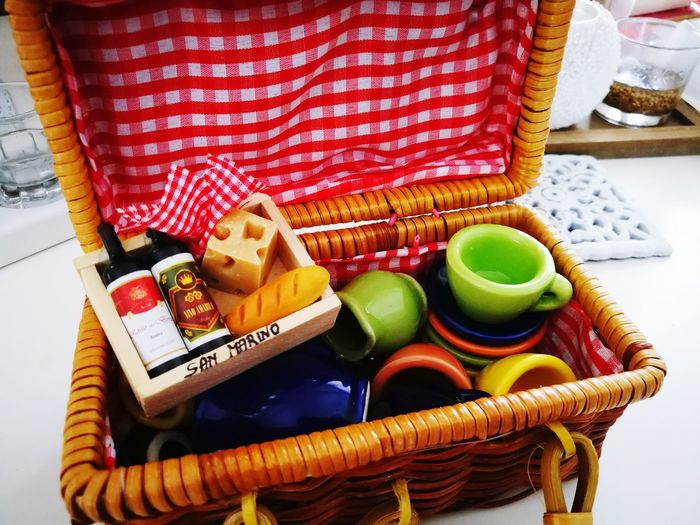 Basket Wine Bottles Cheese Cup Bread Miniature Miniature World Miniature Toy Multi Colored Variation Close-up Picnic Basket Tea Picnic Indulgence Baguette Loaf Of Bread