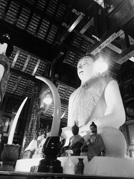 Human Representation Male Likeness Spirituality Religion Statue Sculpture Indoors  Place Of Worship Low Angle View No People Fine Art Statue Day