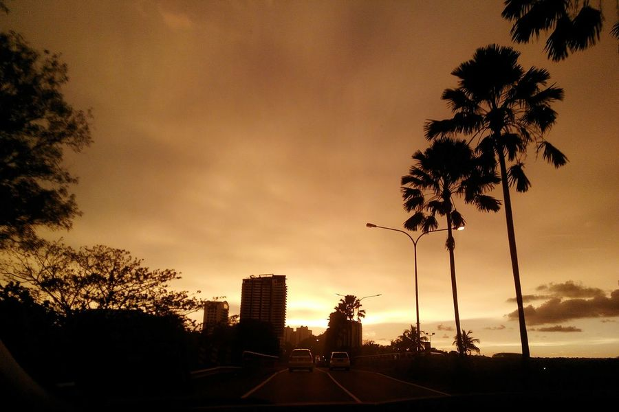That one sunset you'll never forget. I usually just pick one, but I'll probably upload the whole series of pics because I love them all. Sunsets Twominutehipster Photos This Is My Life Kk City Play Of Light Scenery Nofilterneeded