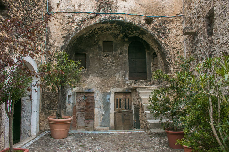 Arch in the historic center of Santo Stefano di Sessanio in Abruzzo Santo Stefano Di Sessanio Village Abruzzo Italy Europe City Architecture Arch Travel Destinations Built Structure Building Building Exterior Plant Window No People Entrance Day Old Wall Potted Plant History Nature Door Growth Outdoors The Past Courtyard