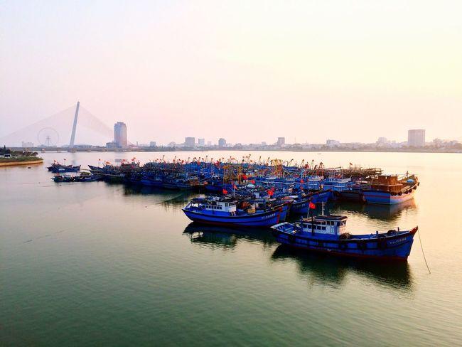 Lately noon Hanriver Danangcity Boat Fishing Boat Cliper Vietnam