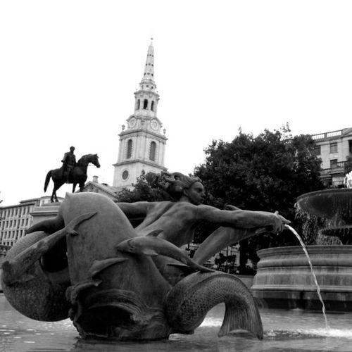Trafalgarsquare London Statues Waterfeature Statue BW
