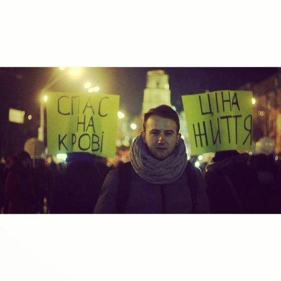 В первую ночь после разгона Майдана, Михайловская площадь. Фото @tandalov евромайдан євромайдан