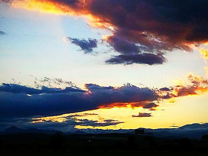 Sobre el dorado. JuanRosillo Art is Everywhere Color Photography Sunset Mountain Multi Colored Lava Silhouette Dramatic Sky Sky Cloud - Sky Landscape EyeEmNewHere HUAWEI Photo Award: After Dark Love The Game